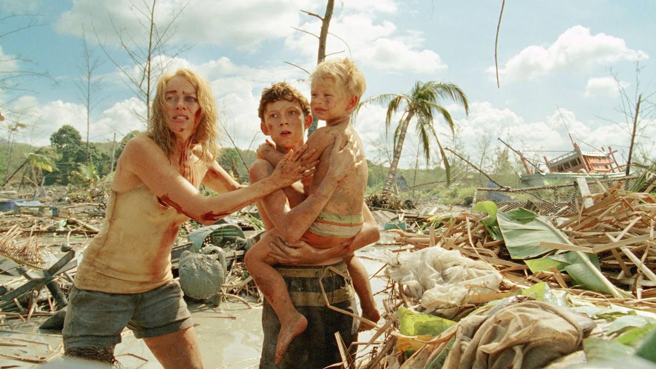 Escena de 'Lo imposible', con Naomi Watts e Ewan McGregor