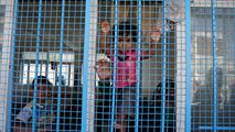 Ir al VideoLas escuelas de la ONU en Gaza sirven de refugios improvisados