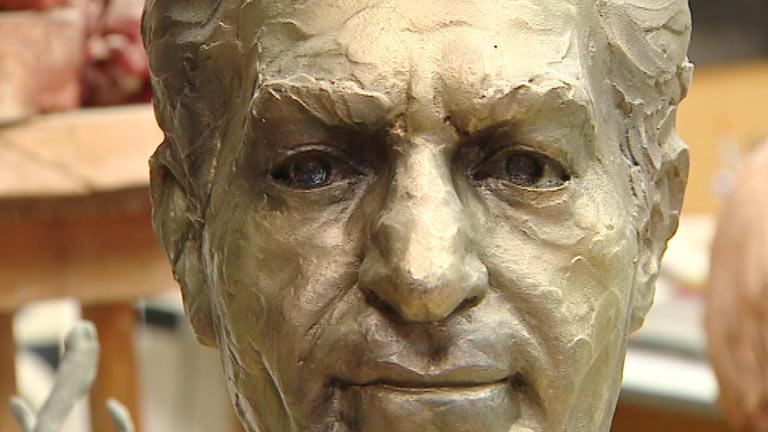 Torres Guardia plasma la historia en sus esculturas entre calles y plazas