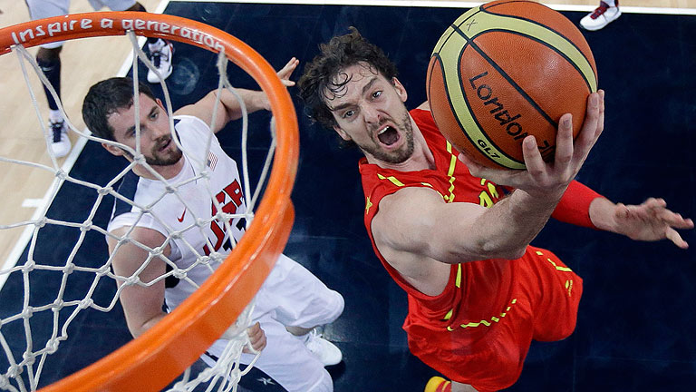 España logra la plata ante Estados Unidos en una final de baloncesto donde acarició el oro