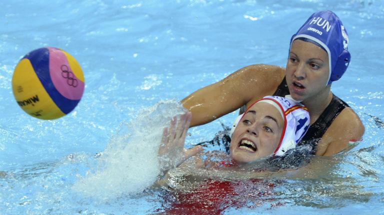 España, primera de grupo en waterpolo femenino