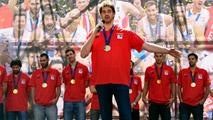 Ir al VideoEspaña se da un baño de masas en Madrid