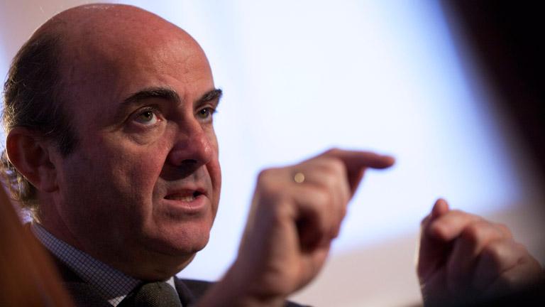 Guindos asegura que España superará la crisis