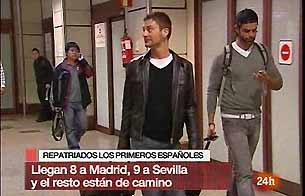 Aterrizan en Barajas los españoles afectados por el terremoto