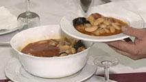 Ir al VideoLos españoles hacen mayoritariamente tres de las cinco comidas recomendadas al día, según el CIS