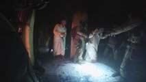Ir al VideoEspectacular operación de rescate de prisioneros del Estado Islámico