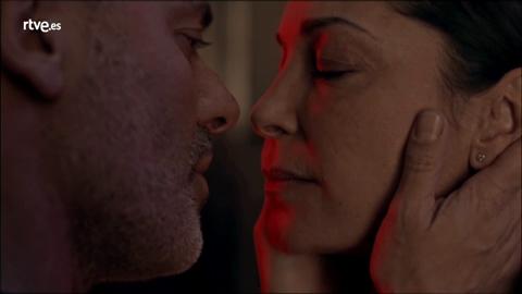 Márquez besa a Laura
