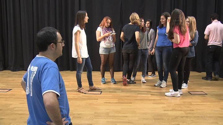 Estudiantes de la Universidad de Málaga en el taller de teatro de buenos tratos