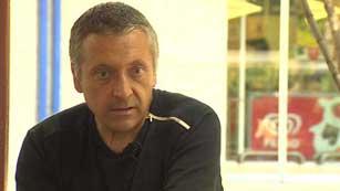 Un herido en Hipercor habla con Caride Simón, 25 años después del atentado