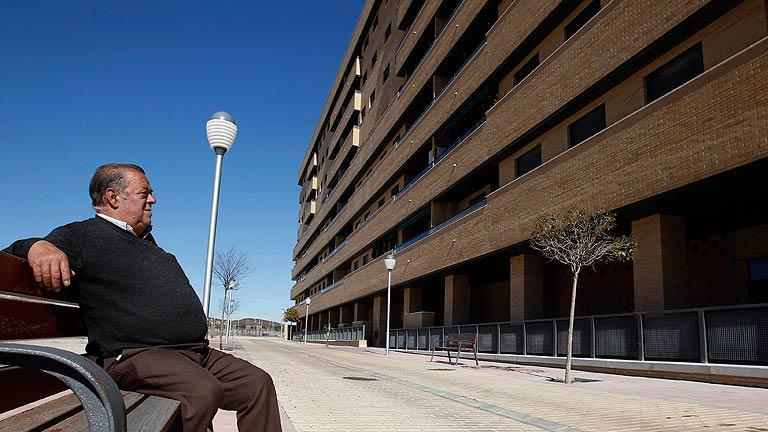 El euríbor cae en abril hasta el 1,368% y abaratará las hipotecas en más de 600 euros al año