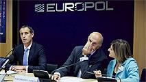 Ir al VideoEuropol detiene a más de 1.000 personas en la mayor operación contra el crimen organizado