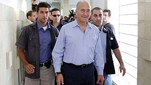 El ex primer ministro israelí, Ehud Olmert, ha sido condenado en un caso de corrupción
