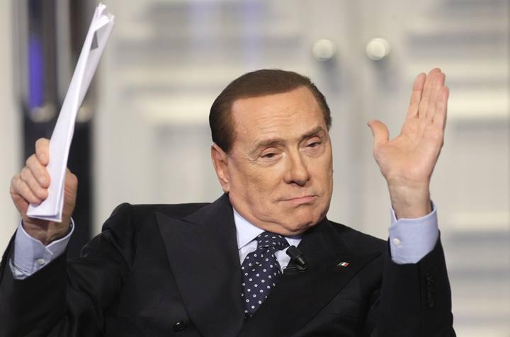 El ex-primer ministro italiano Silvio Berlusconi en un programa de televisión