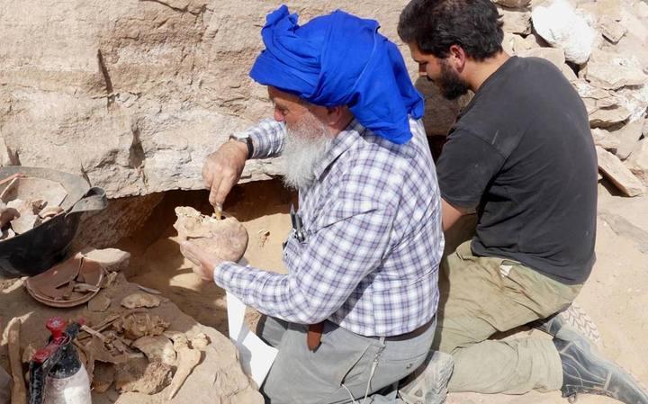 Excavación en la necrópolis de Qubbet el-Hawa.