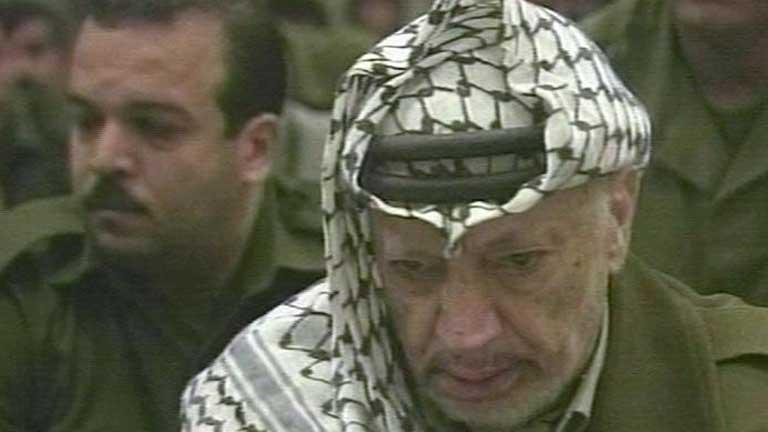 La viuda de Arafat pide la exhumación del cadáver