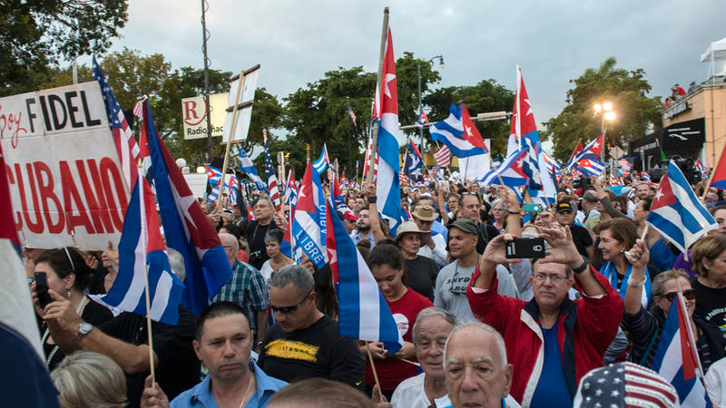 """El exilio cubano en Miami despide al """"tirano"""" Fidel Castro al grito de """"libertad y justicia"""""""