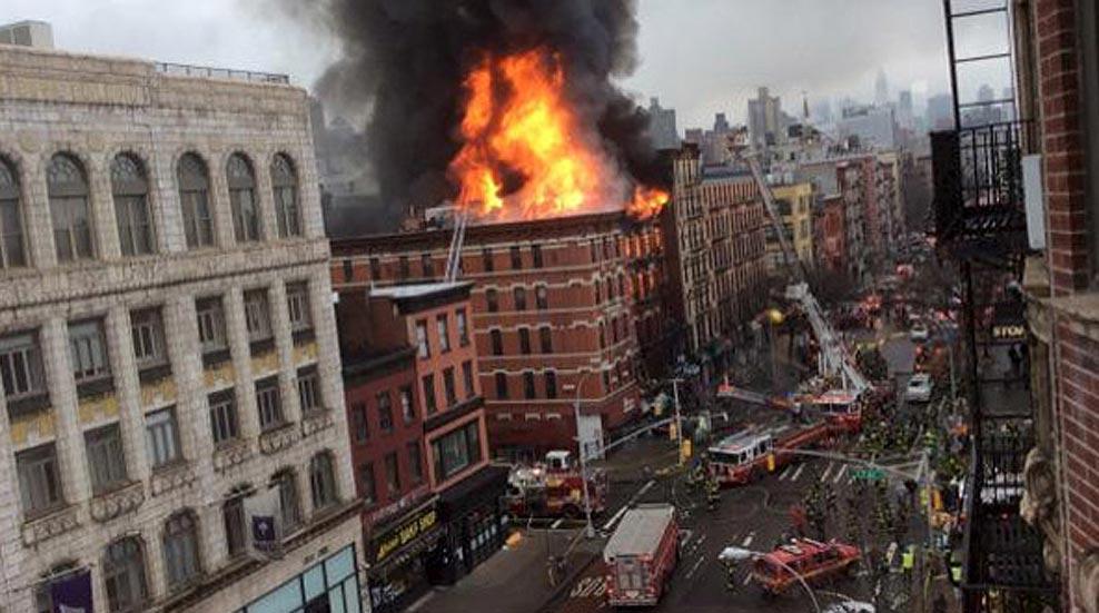 Una fuerte explosión de gas incendia y derrumba un edificio en Nueva York dejando 19 heridos