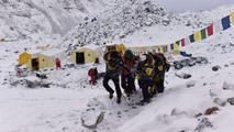 Ir al VideoExteriores localiza a 332 españoles tras el terremoto de Nepal