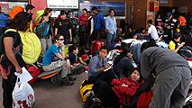 Ir al VideoExteriores tiene localizados a 340 españoles en Nepal y busca a otros 118