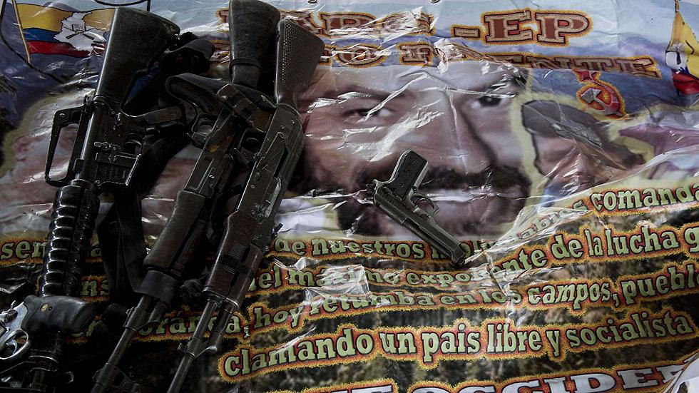 Las FARC insinúan que el general secuestrado se entregó y hablan de un boicot al proceso de paz