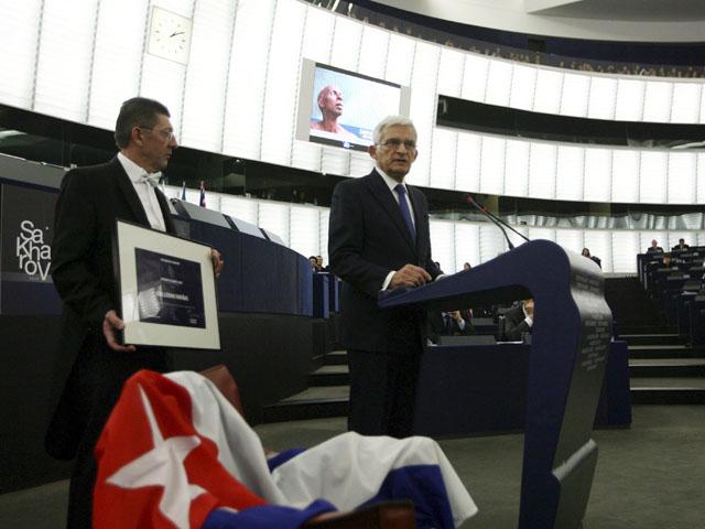 El disidente cubano Guillermo Fariñas no ha podido recoger el premio Sajarov