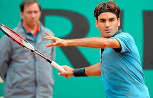 Federer suda más de lo previsto para ganar a Acasuso