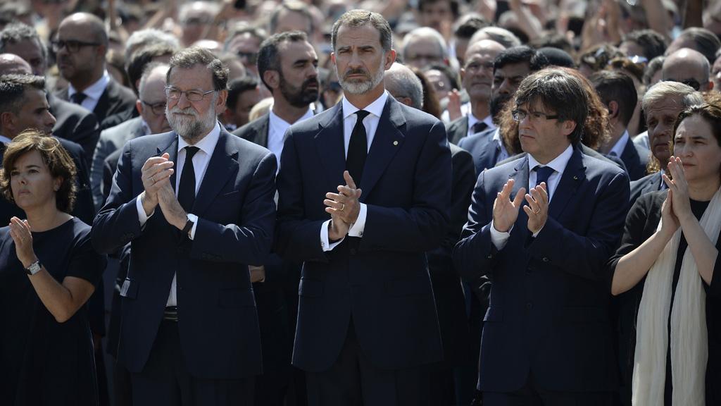 Felipe vi flanqueado por los presidentes rajoy y - Tiempo en badalona por horas ...