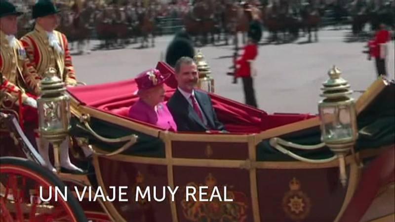 Felipe VI junto a Isabel II