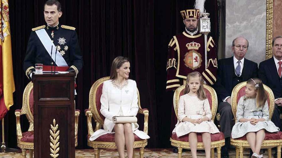 El rey Felipe VI se baja el sueldo un 20% y cobrará 234.204 euros brutos en 2015