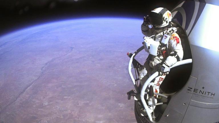 Felix Baumgartner rompió la barrera del sonido en su salto estratosférico