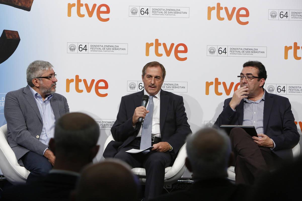 Fernando López Puig, Eladio Jareño y Juanma Hidalgo, en la rueda de prensa de RTVE en San Sebastián
