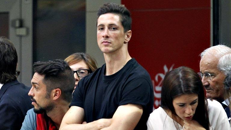 Fernando Torres ya posa con la camiseta del AC Milan
