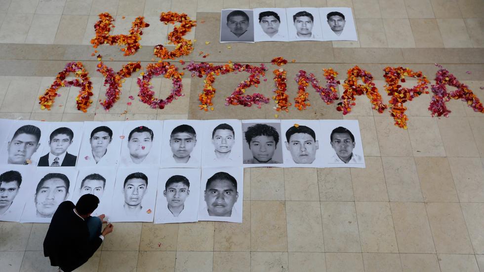 La fiscalía general de México dice que los 43 estudiantes desaparecidos fueron asesinados