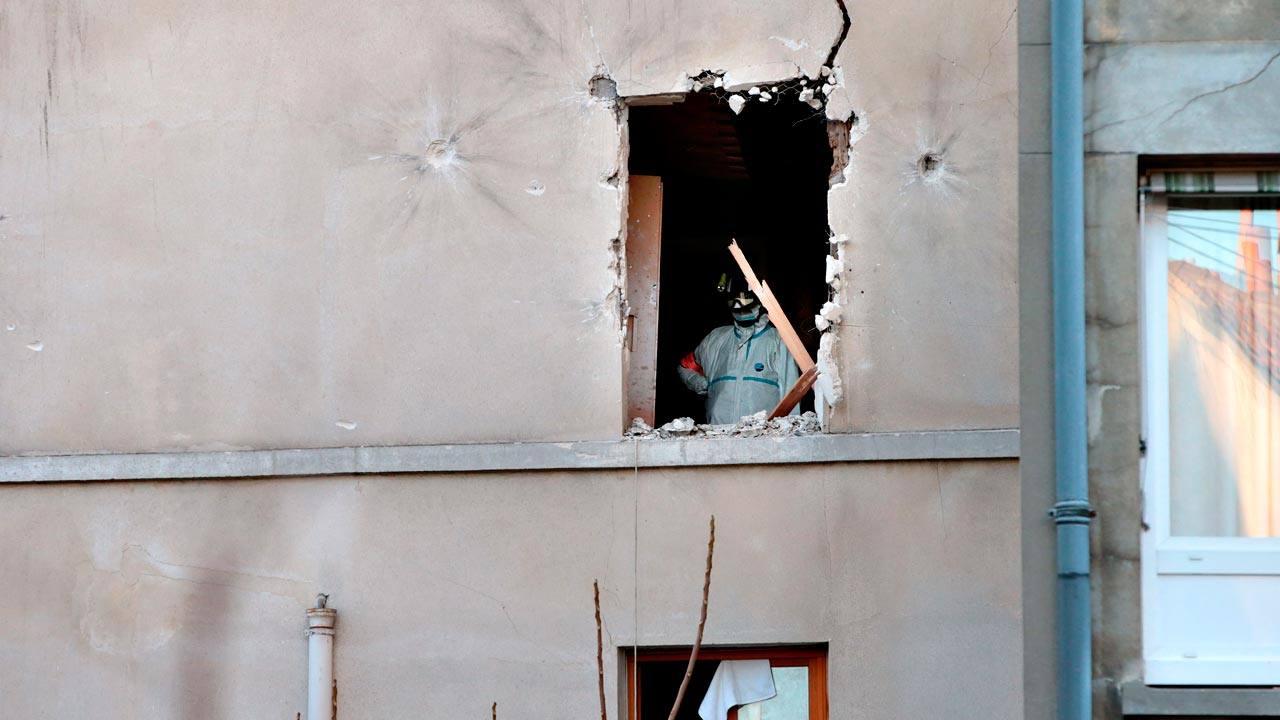 Atentados en par s el suicida que se hizo estallar en el asalto de saint denis era chakib - Terrasse jardin paris saint denis ...