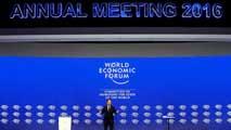 Ir al VideoEl Foro de Davos aborda la caída del precio del petróleo