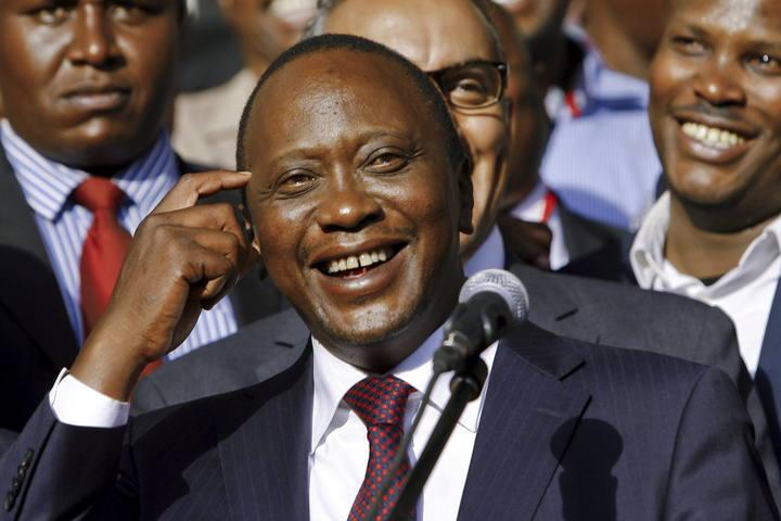 Foto de archivo del presidente de Kenia, Uhuru Kenyatta, tras ganar las elecciones presidenciales de 2013