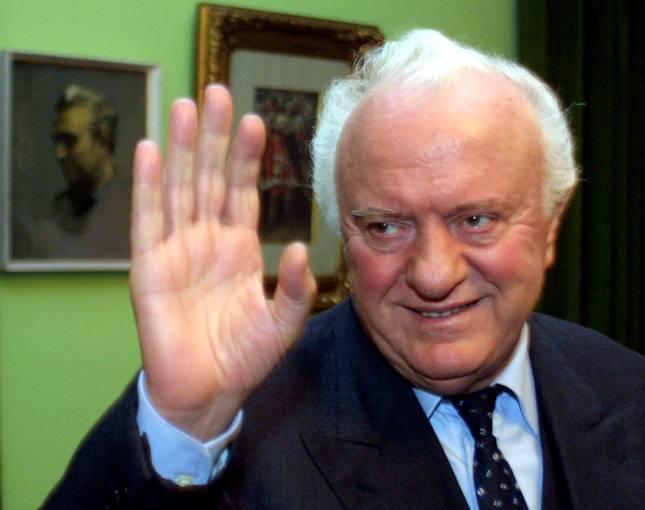 Fotografía de archivo (2003) del expresidente de Georgia y exministro de Exteriores de la URSS Eduard Shevarnadze