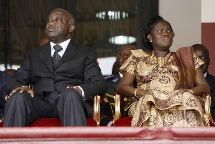 Fotografía de archivo del expresidente de Costa de Marfil, Laurent Gbagbo, y su esposa Simone