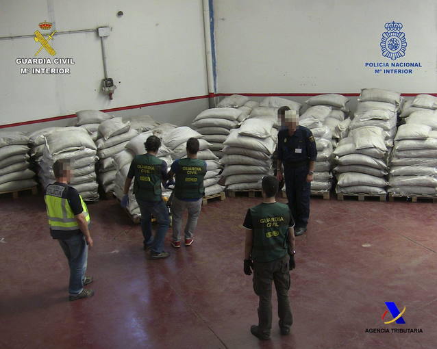 Fotografía facilitada por la Policía Nacional, la Guardia Civil y la Agencia Tributaria que han desmantelado un laboratorio de cocaína que utilizaba prácticas similares a las de las selvas colombianas.