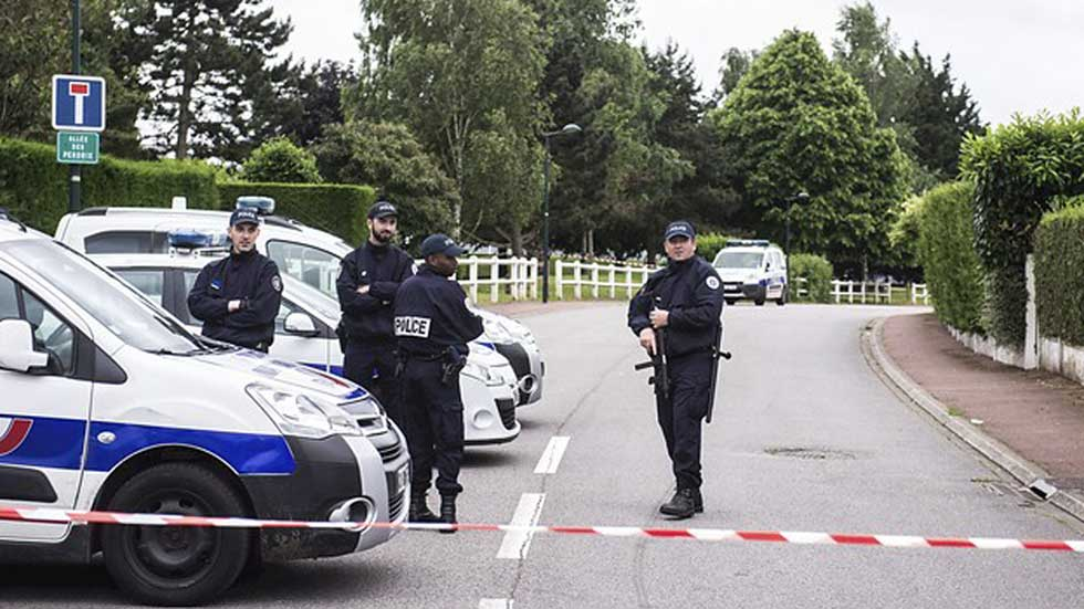 Un francés condenado por yihadismo y sometido a vigilancia, asesina a un policía y su pareja