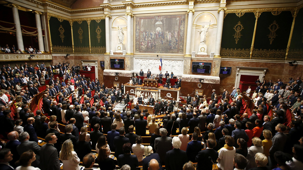 Francia estrena la nueva Asamblea con mayoría del partido de Macron tras las legislativas