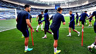 Francia y Rumanía levantan el telón de la Eurocopa