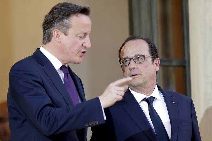 French President Hollande accompanies Britain's Prime Minister Cameron as he leaves the Elysee Palace after a meeting in Paris