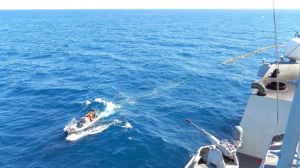 El fuel sigue saliendo del pesquero ruso hundido cerca de las costas de gran Canaria