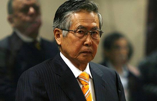 Fujimori admite que espió y sobornó