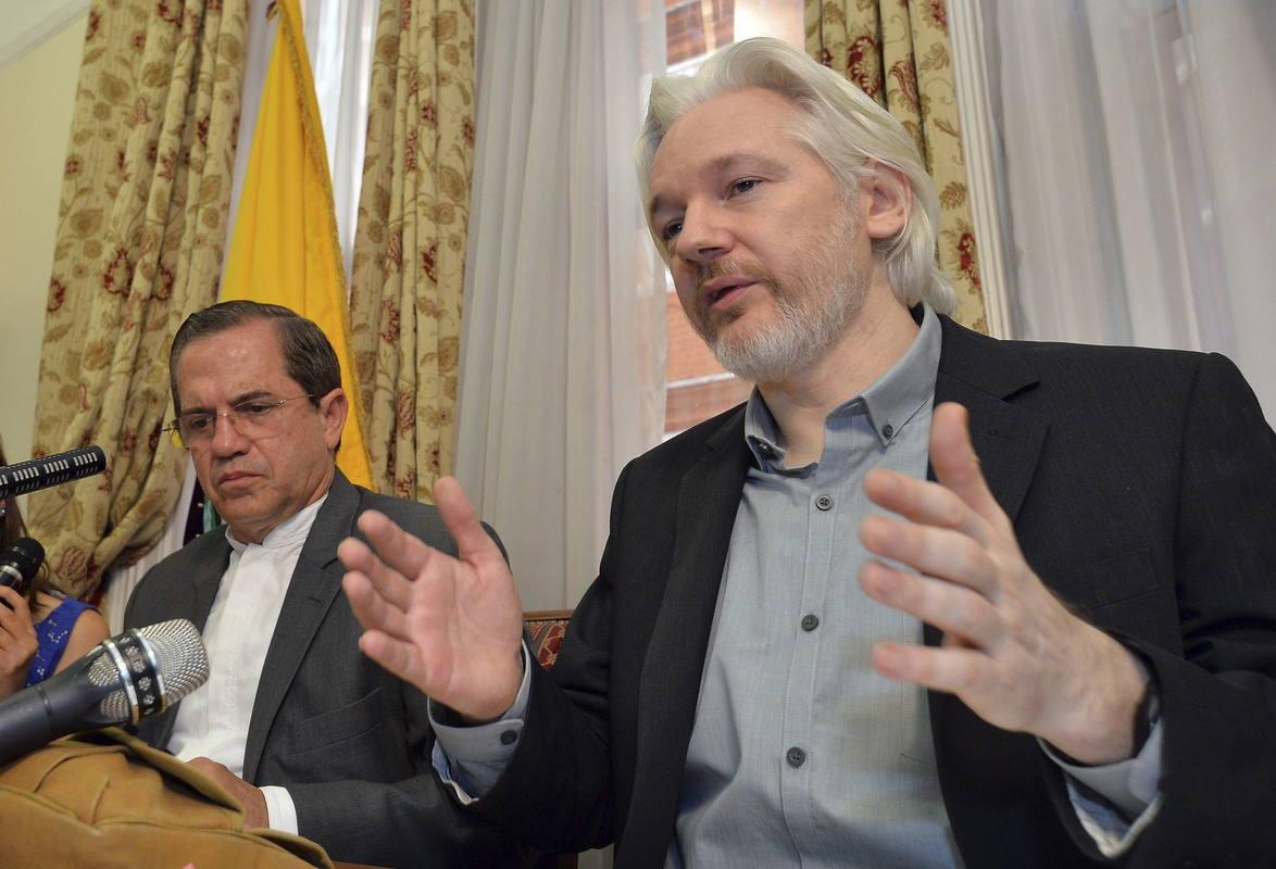 El fundador de Wikileaks, Julian Assange, ofrece una rueda de prensa en la embajada de Ecuador en Londres en una imagen de archivo.