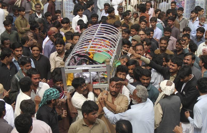 Pakistán mata a más de un centenar de insurgentes