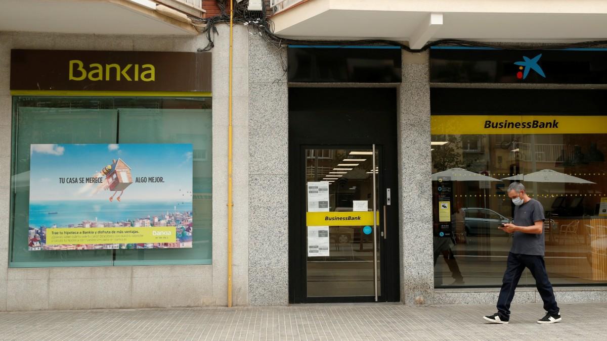 Ir al VideoLa fusión de CaixaBank y Bankia abre la puerta a la creación de gigantes bancarios a nivel europeo