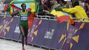 La atleta etíope Tiki Gelana campeona olímpica de maratón