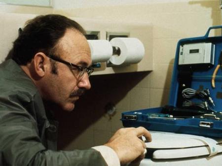 Gene Hackman en 'La conversación' (1974), historia de espionaje y privacidad por la que obtuvo su primera Palma de Oro en Cannes.